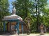Криниця, хрести і каплиця на подвір'ї церкви