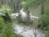Між дорогою і річкою