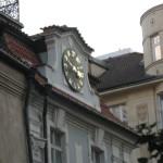 ...на жидівської ратуші стрілки годинника йдуть в зворотньому напрямі.