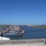 ... на сході океанською затокою річки Авейро з ...