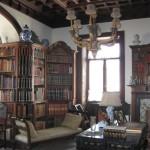 Кабінет, а збоку маєтку є ще й академічна бібліотека