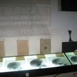 Скляні габльоти з науковими документами і...