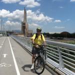 Після першого кемпінгу в Масноу ми мали нагоду насолоджуватись їздою по гламурних велодоріжках Барселони. Позаду оригінальне будівництво теплоелектростанції