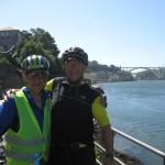 На підїзді до Порту відбулась зустріч і обмін інформацією про подальший велосипедний маршрут через місто з випадковим велосипедистом . Міхаель із Мюнхена , доста єркий панок, був не против, аби їхати далі Європов разом