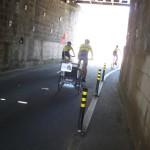 """На лівому березі річки Дору ми зустріли дві німецькі велосипедні пари з дитячими візочками - причіпами """"до тата"""". Ззаду на візочках прикріплені фотографії з імям дитини . Не знаю наскільки велике задоволення малюку їхати сотні кілометрів в такому візочку, але як підросте можливо поділиться своїми враженнями в інтернеті"""