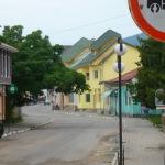 Спустилися потім у Косів. Маленьке містечко, районний центр. Цікаво там лише на центральній площі