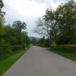 Далі маршрут вів нас просто вуличками. Переважно асфальт жахливий, інколи буває дуже гарний