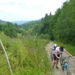 """Далі за маршрутом – """"невеличкий перевал"""", як там вказано. 55 хвилин ми його долали! Після нього – нарешті вниз"""