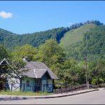 Хребет Острий з туристичною альтанкою