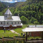 Церква і дзвіниця споруджені 1880-1886 рр.