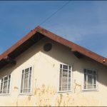 Мансардні вікна нестандартної форми (Кути) і вітрові з отворами, які роблять гарну тінь на фасаді