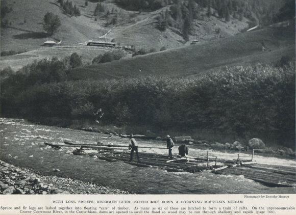 Вправляючись довгими веслами, керманичі ведуть дараби вниз звивистими гірським потоками